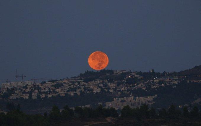 القمر في سماء أورشليم كما تم تصويره قبل عدة أيام. https://t.co/DJ2gRkEEXN