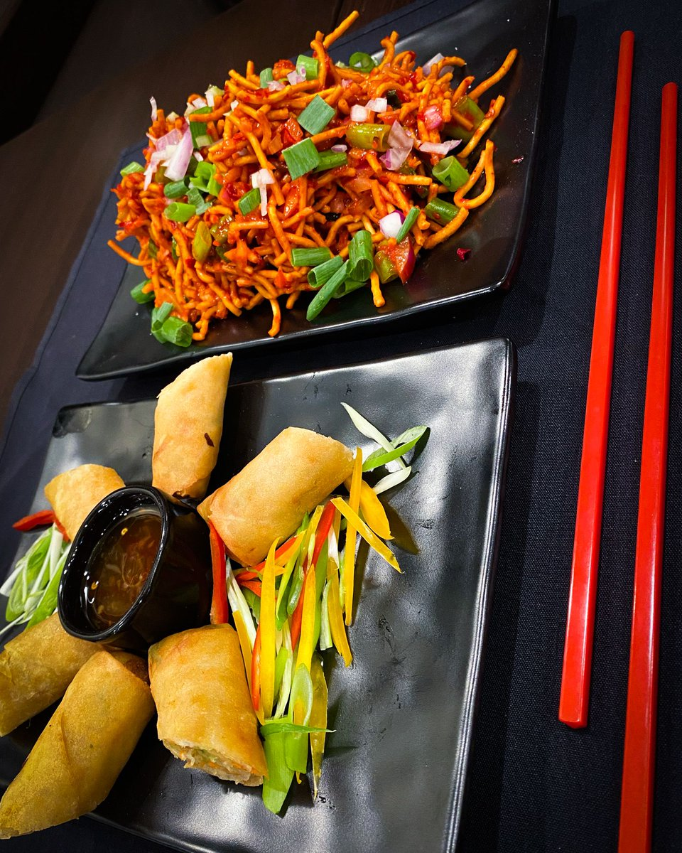 Our chopsticks are always at the ready ❤️✨🥢   .#bombaychopsticks #bombaychopsticksbyindiahouse #chicagorestaurants #Chicagoeats #Tuesday #HappyHour #Chopsticks #NapervilleIL #NapervilleBusiness #HoffmanEstatesIL https://t.co/EpbHB3MOFt
