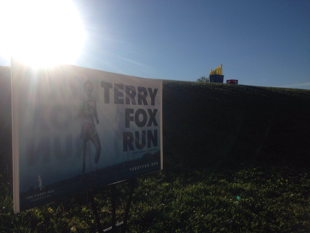 #terryfoxrun2020 @LEShawElem our #schoolfamily ran the distance for #Terry & many more who have inspired us with their #Tenacity #Courage #Kindness #compassion We believe that our #commitment & #TeamWork with others will make a difference for #CancerResearch @TFFSchoolRuns ❤️🙏 https://t.co/B6nApaC7wX