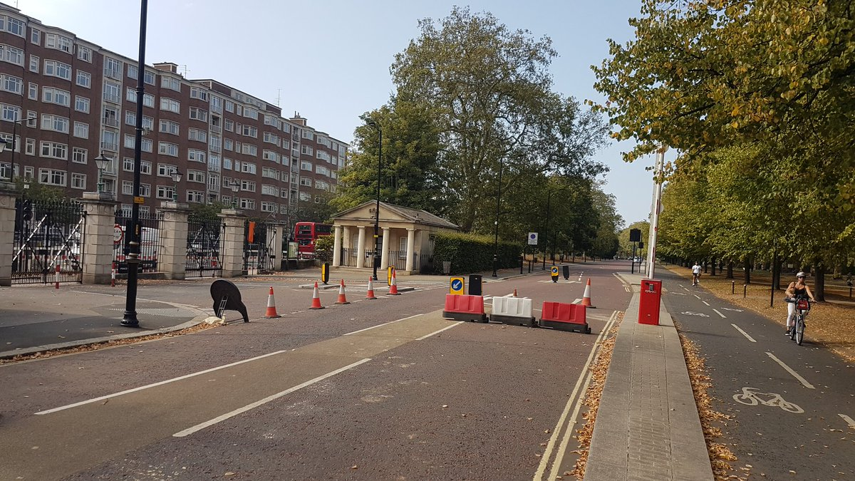 I'm cycling through the park on the lovely EMPTY cycle lane, so why is the road closed as well? Complete madness. @TfL @SadiqKhan @theJeremyVine Gridlock every where. #cycle #traffic https://t.co/cSD8VZox8A