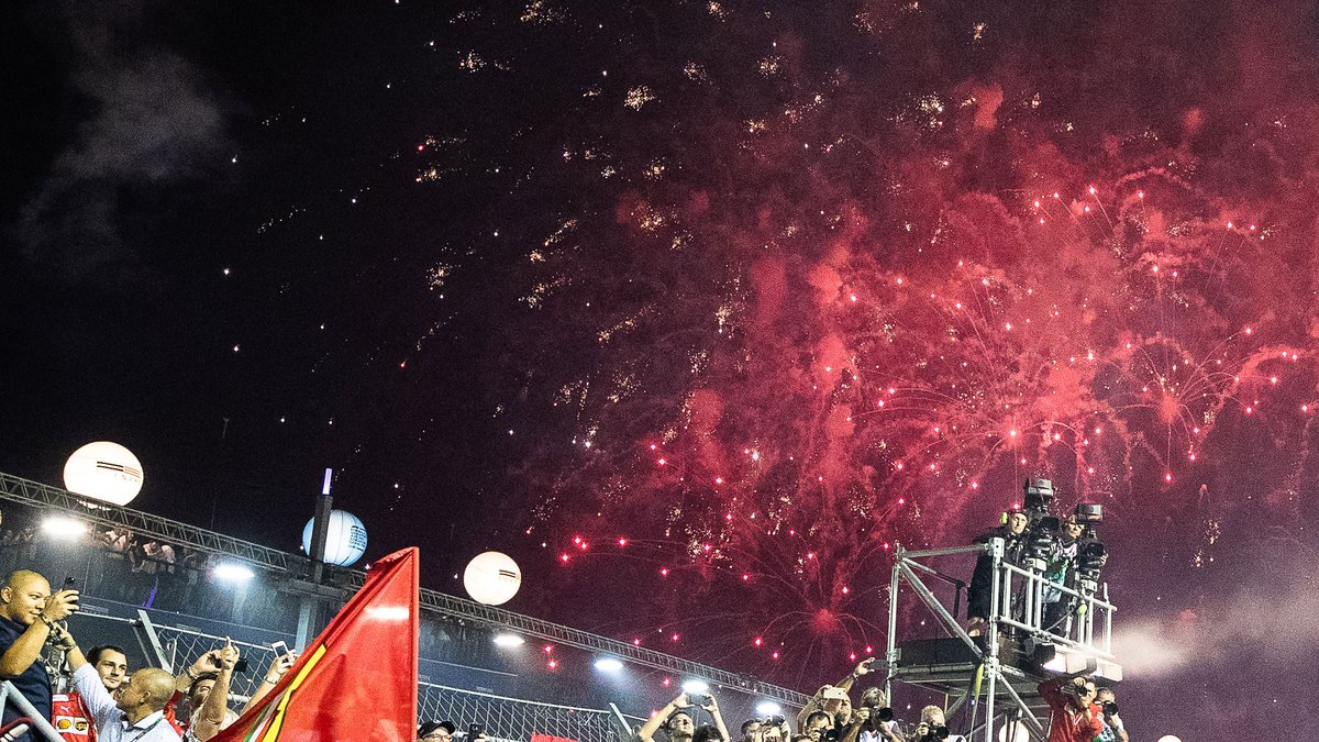 #OnThisDay 12 months ago 🎆  #SingaporeGP 🇸🇬 #F1 https://t.co/QCgTssgFF5