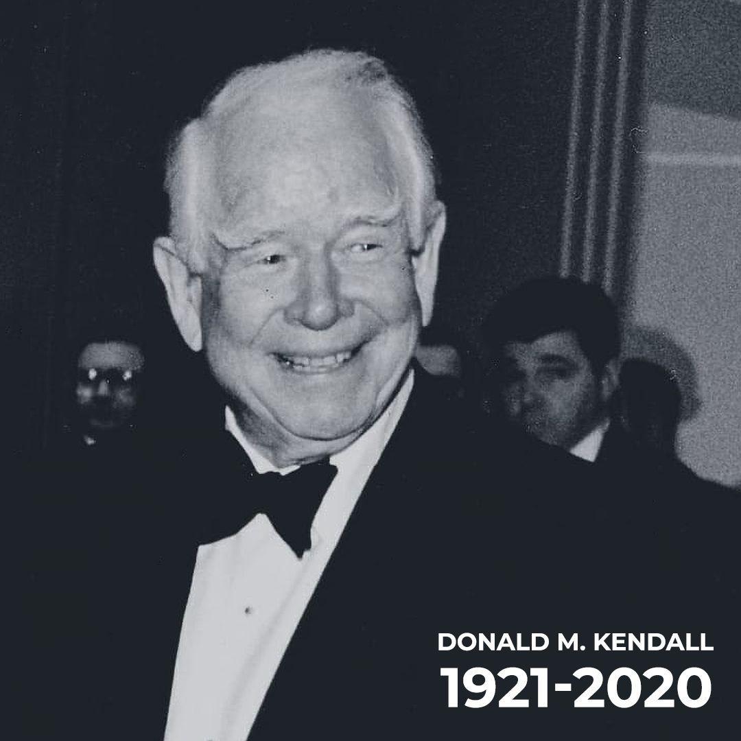 PepsiCo ailesi olarak, eski CEO'muz Don Kendall'a derin bir üzüntü ile veda ediyoruz. Kendisini sadece başarılarını takdir ederek değil, aynı zamanda hem bireyler hem de şirket olarak onun mirasını ileriye taşımak için yapabileceklerimize duyduğumuz heyecanla hatırlayacağız. https://t.co/O8jEujk4RL