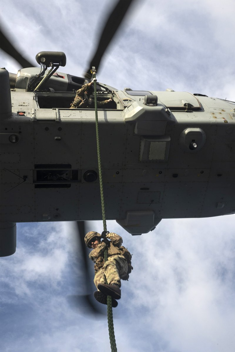 More fast roping phots! Drills like this involve many parts of ship; Deck Officers work with the Aviation Support #1700NAS @RNASCuldrose and the CHF flight from @845NAS @RNASYeovilton to fly safely, w/ Crisis Response Troop @24CdoRE @RoyalMarines doing the jumps! #RFA #TeamArgus