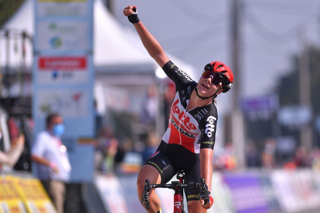 Lotte Kopecky takes Belgian road title  Jolien D'Hoore second in Anzegem  https://t.co/PPtefmI0UW https://t.co/9fSOrOSu8R