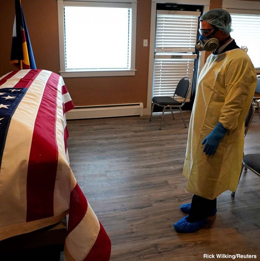 Have been seeing this photo as we mark 200k lost. Actually taken early on. In April, a funeral director gazes at casket of Korean War vet who passed from Covid in a Denver nursing home. Today, the solemnity and the flag crystallize the national tragedy. @RickWilking @Reuters