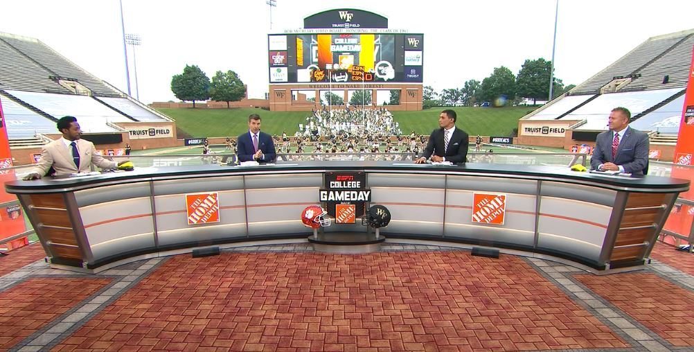 No need to adjust the display settings on your screens - @CollegeGameDay, #NFL Countdown programs & @FirstTake have all recently introduced large studio desks   How ESPN's Creative Services team cleverly maintains social distancing on set  https://t.co/A5FePWwLvA https://t.co/SCbZacRuGw