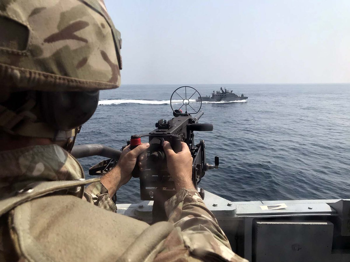 Minehunters @HMSChiddingfold and @HMSPenzance have joined #USforces and @RFACardiganBay to test their ability in the #Gulf waters off #Bahrain. 📎Find out more: ow.ly/oenU50BxJp4
