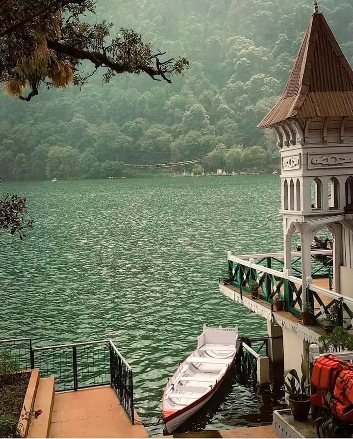 Nainital is named after the Naini Lake in Kumaon speaks highly of its significance  Beautiful stagnant pool of water is in heart of city surrounded by 7 majestic mountains #उत्तराखंड #incredible #Himalayas #rishikesh #travelblogger #travelling #travel #journey #Uttarakhand #india https://t.co/z1ZlyYX2GI