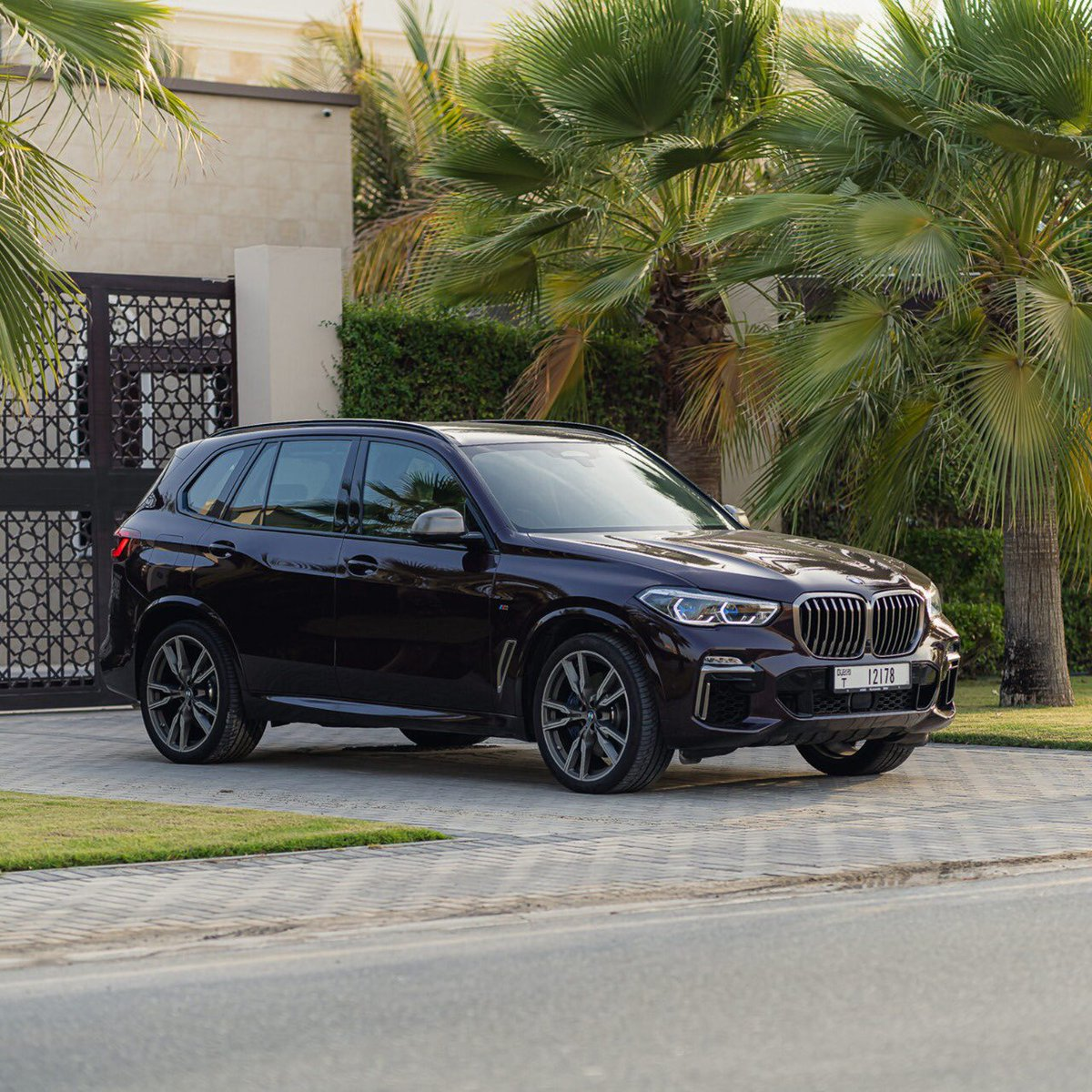 سيارة X5. الرفيق الأمثل للاكتشاف.   #BMWX5 #BMWAGMC https://t.co/EnTgwPagce