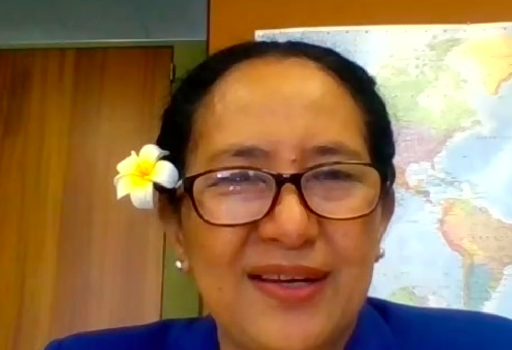Delighted to have @elizabeth_iro with us to wrap up our webinar this afternoon. She'll be with us again on Thursday for our webinar on nursing leadership through the time of COVID-19 with @WHO @ICNurses & @SigmaNursing. Stay tuned for more information.  #Nurses2020 #Midwives2020 https://t.co/cL5dZnMZV6