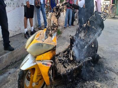 Comando de #Bomberos en #Trinidad alerta sobre #siniestros provocados por #motos #eléctricas #incendios #MININT #TrnidadDeCuba https://t.co/bkRh4CC669 https://t.co/qX9yvzFRfe
