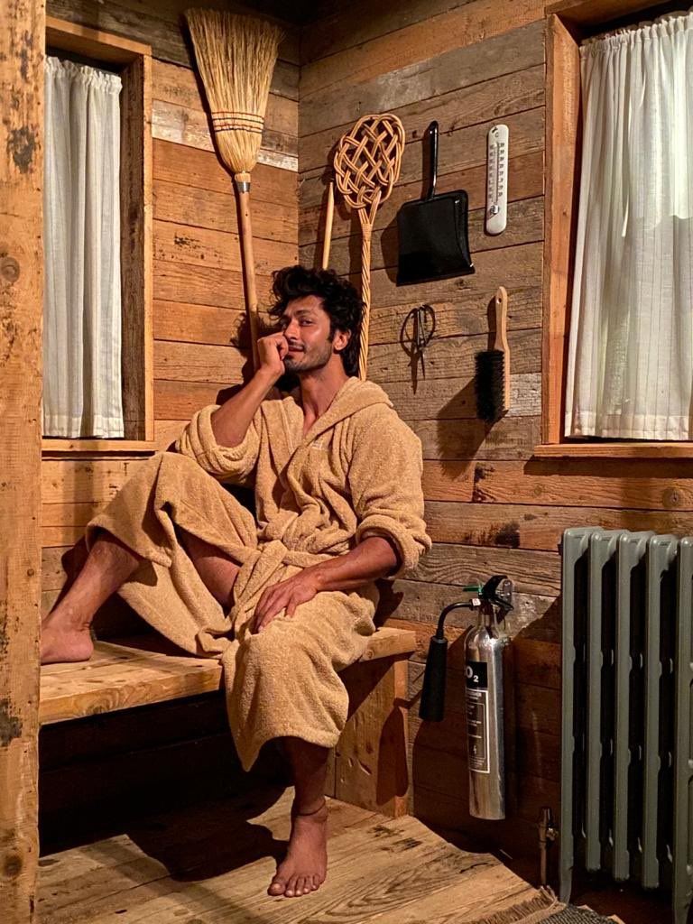 Raising the temperature!🔥 #VidyutJammwal is undoubtedly the sexiest action star in India  @VidyutJammwal https://t.co/t70IaWOdcB