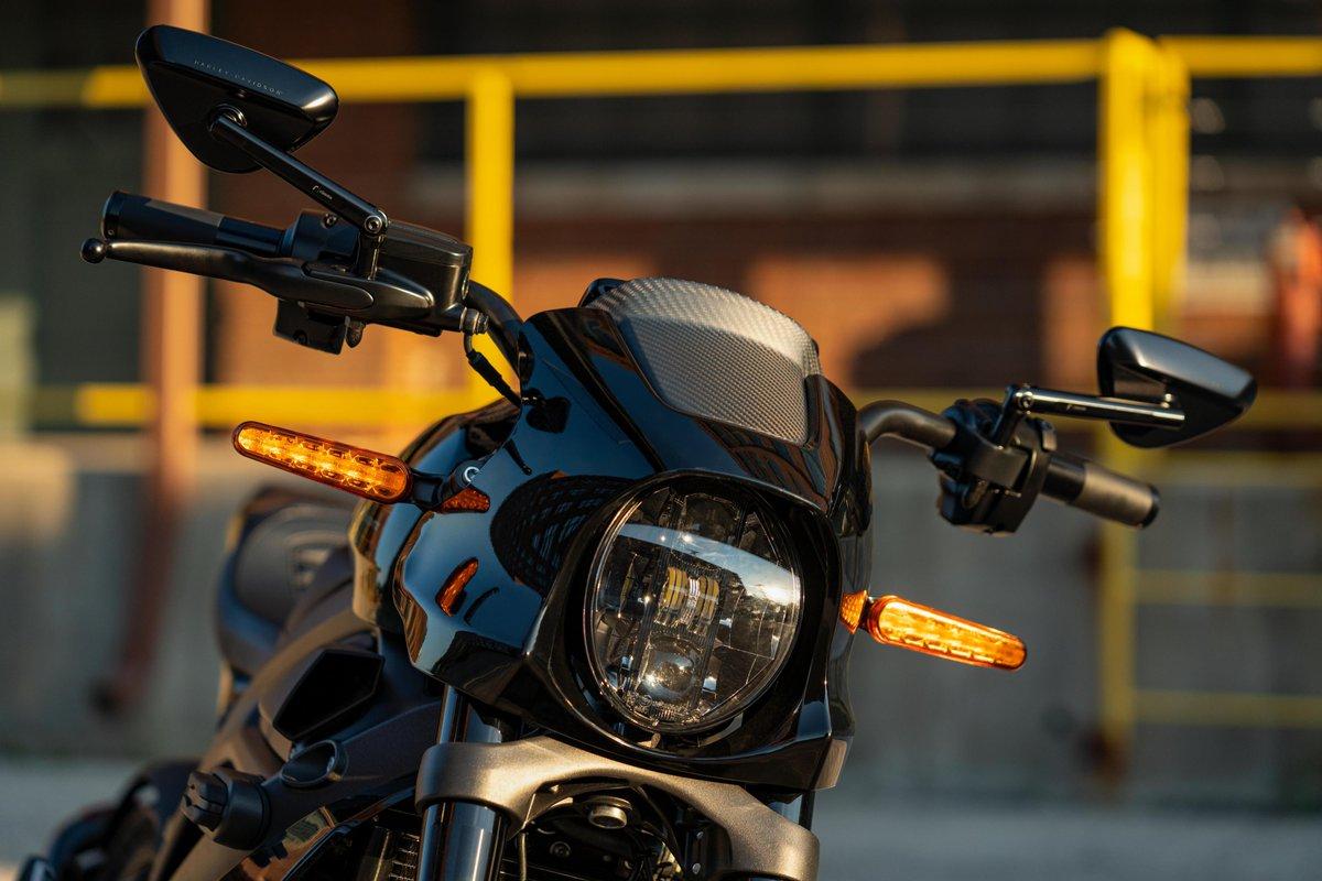 La artesanía de precisión y el estilo inconfundible definen esta colección fruto de la colaboración entre Harley-Davidson y Rizoma. 😍 Piezas y accesorios que se caracterizan por un inconfundible estilo que rompe fronteras.   #LiveYourLegend  #FreedomMachine #HarleyDavidson https://t.co/9am4lIiKNe