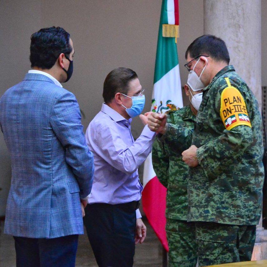 Gracias a la colaboración entre la @SEDENAmx @GN_MEXICO_ @GobiernoMX y las corporaciones de seguridad y protección civil del @gobdgo, hoy #Durango continúa siendo de las entidades más seguras del país. En #JuntaDeCoordinación permanecemos trabajando unidos por un #DurangoSeguro https://t.co/TlVnbCiTHj