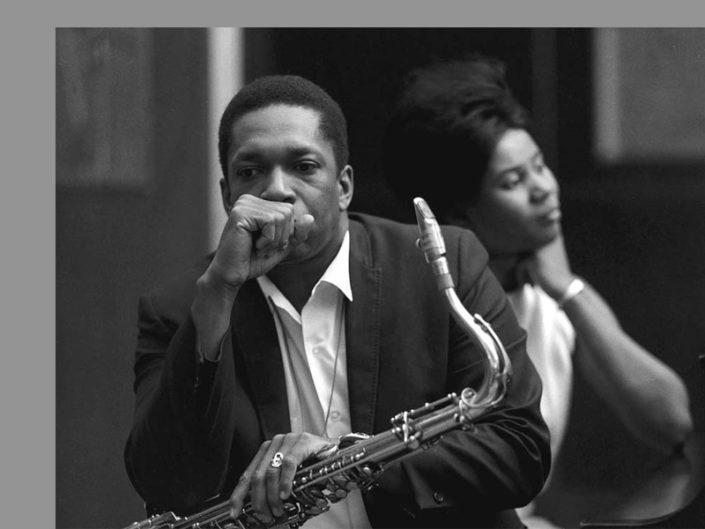 """#Taldiacomavui naixia a Carolina del Nord John Coltrane (1926-1967). Un dels músics més importants de la història del jazz. A @bibcabrils us esperen entre d'altres """"Giant Steps"""" o """"A Love supreme"""".Imprescindible! #Cabrils #BibliosMaresme #BibliotequesXBM https://t.co/8zTyYbV22Q"""