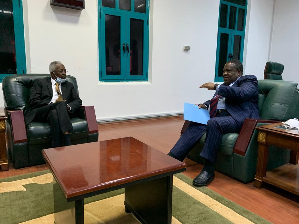 #PhotoOfTheDay #UNAMID JSR, Mamabolo (right), met with Mr. Omar Manis , Sudanese Minister of Cabinet Affairs. They discussed the Sudan peace process and participation of IDP representatives in the signing of the peace agreement scheduled for 3 October in Juba, South Sudan https://t.co/tdxokr5cHe