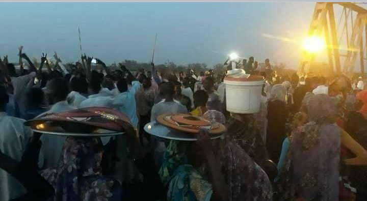 #Darfur Western Sudan Sitting seated to ask to stop the violations of human rights and ask for the safety of citizens, and basic life services https://t.co/yeZXyaTboD