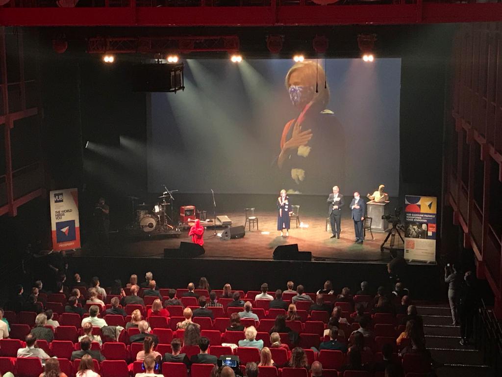 Caroline Pauwels @PauwelsCpauwels , Karsten De Clerck en Eddy Van Gelder verklaren het nieuwe academiejaar voor geopend! #DeWereldHeeftJeNodig #AO2020 https://t.co/zwJgXywRJQ