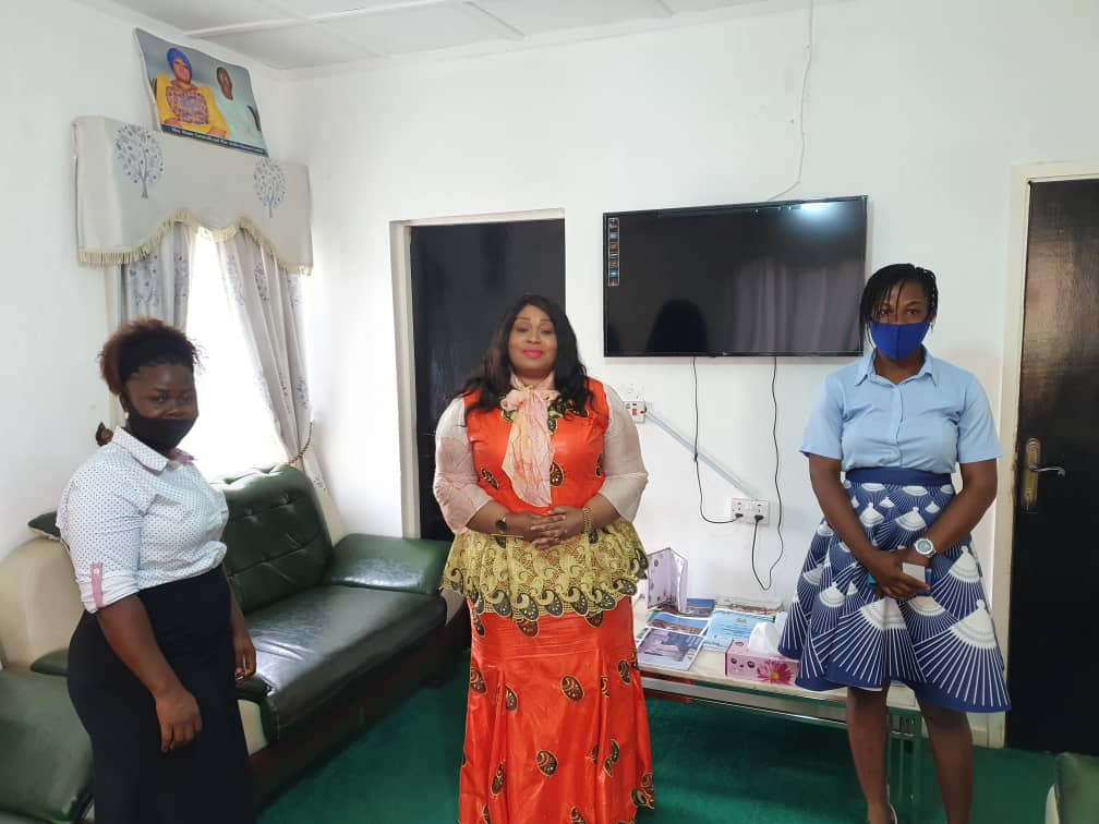 Today I met two fabulous young ladies of Women for Women Foundation. They have made it their life mission to ensure domestic and sexual violence become a thing of the past in SL. Funded by Plan Int. the ladies in partnership with my ministry will help the slum areas in Freetown. https://t.co/he5uZZQfuk