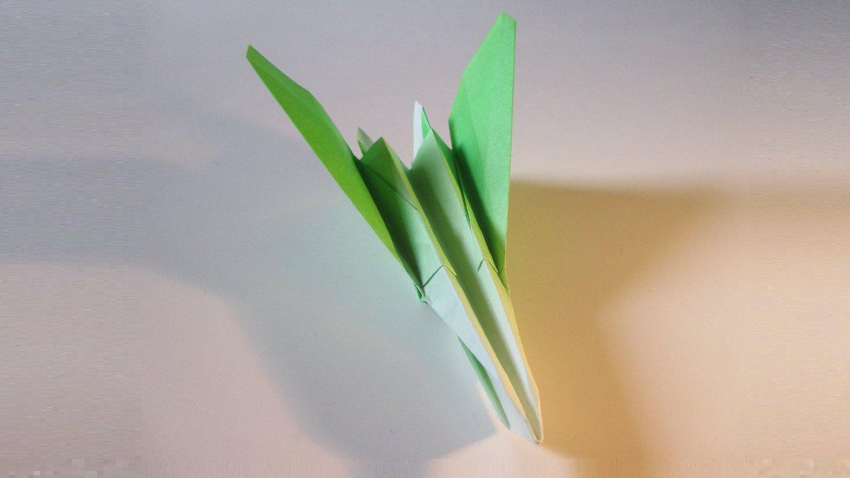 聖書《南の女王が、さばきのときにこの時代の人々とともに立って、この時代の人々を罪ありとします。彼女はソロモンの知恵を聞くために地の果てから来たからです。しかし見なさい。ここにソロモンにまさるものがあります。 マタイ12:42》 #origami  #折り紙 #アート #折り紙作品  #創作 #art #紙飛行機 https://t.co/le8DR1gYFZ