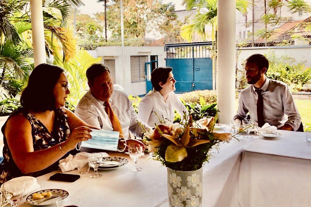 Je suis ravi de participer - nous devons tous faire notre part pour promouvoir l'égalité des sexes. Les États-Unis s'engagent à soutenir les femmes dynamiques du DRCongo #HeforShe #GenderEquality https://t.co/ZT5bngakmq https://t.co/sejbADUF6N