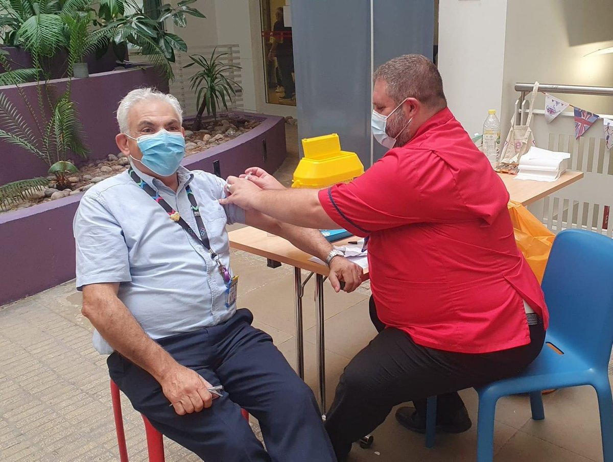 Thank you for stopping by the #fluclinic today @peterandrou. Great to be able to give you your #flujab to protect our patients, your colleagues, your family and yourself #PROUDtoCare 💙 #GotMyJab #ProtectTheNHS https://t.co/MRyb4tJtdt