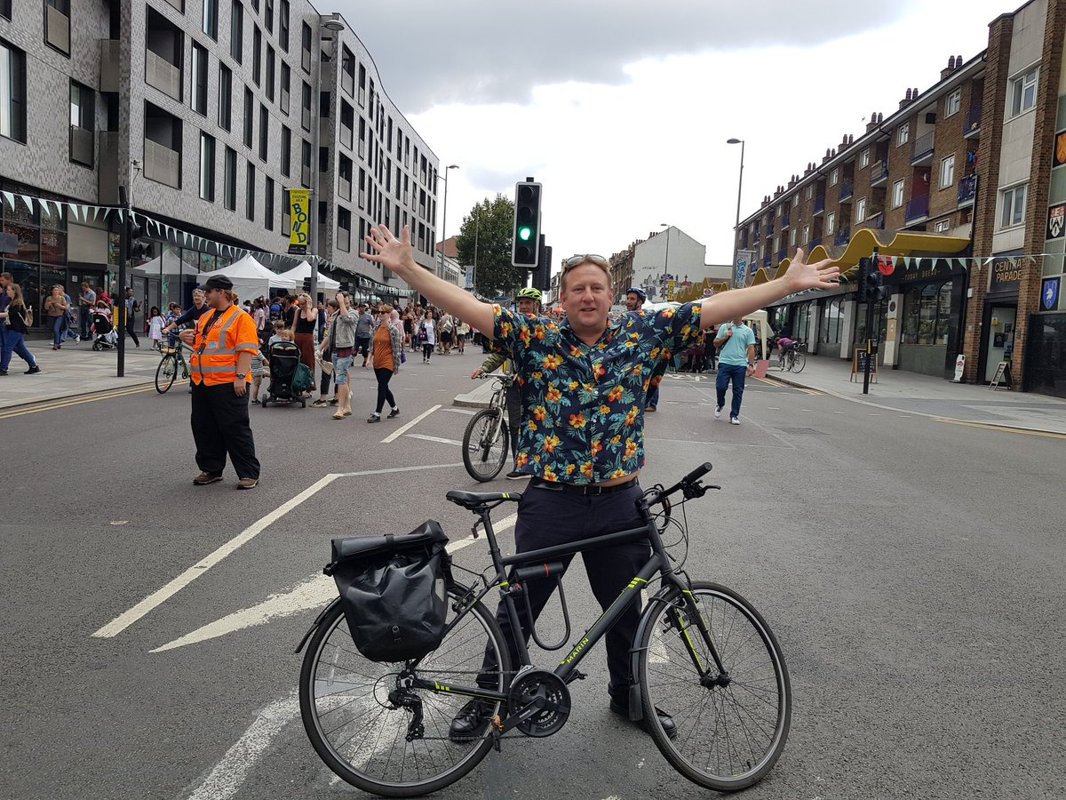@wfcouncil #CarFreeDay in 2019 was one thing incl. the launch of our 1st #SchoolStreets. But #CarFreeDay2020- 5 #SchoolStreets launched, more #LTNs going in across the borough! What a year! @WeSupportWFMH @MumsForLungs @willnorman @London_Cycling https://t.co/qxGG1rsD61