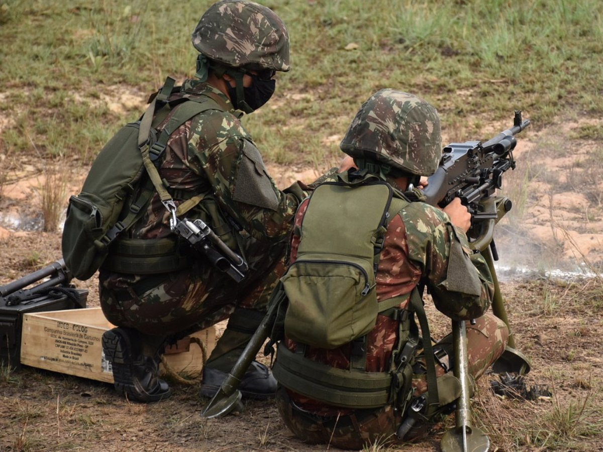 Tiro das armas coletivas do Comando de Fronteira Juruá / 61º Batalhão de Infantaria de Selva na Operação Amazônia https://t.co/9MPU9NxKiX #BraçoForte #MãoAmiga https://t.co/oBWJifzJWZ