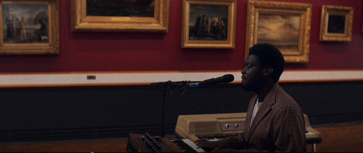 Michael Kiwanuka (@michaelkiwanuka) performs 'Solid Ground' at London's V&A Museum. diymag.com/2020/09/22/wat…