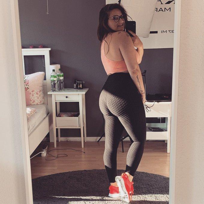 Love my big 🍑 .  #bigbut #proud #hardwork #gym #gymmotivation #fitness #bodypositive #bodytransformation