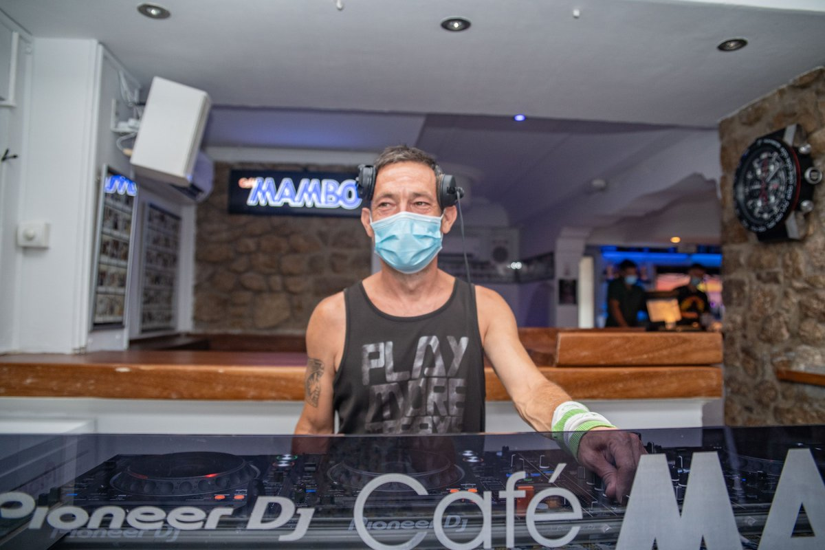 Even behind the mask we recognise that familiar cheeky grin!... @DjJasonBye is at the controls tonight for sunset, with his soundtrack guaranteed to bring a smile to your face too! Hope you can join us😁😷🎶😎 https://t.co/a1NfOxsmoT