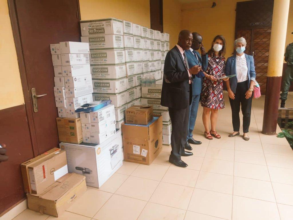 Remise d'équipements prévention #COVID19 pour secteur #justice #courts #tribunaux + materiel fonctionnement coordination #reforme aujourd'hui à Bangui ⚖🇺🇳🇨🇫🦠 On est mieux ensemble 💪🏾 @PNUD_RCA content d'appuyer avec @UN_CAR et une belle équipe! Merci @UNPeacebuilding 🙏🏽 https://t.co/LQLlV9dtam