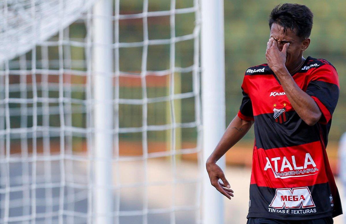 O atacante Gabriel Barros é o artilheiro do Ituano no ano com 4 gols. Estreou no profissional contra o Santos. Fez gols contra o S.André(1) e Guarani(2) no Paulista. Na Série C fez contra o Volta Redonda e Boa Esporte(3). Em janeiro foi destaque na Copa SP(4) Fotos: @mschincariol https://t.co/7oIl8X7ynV
