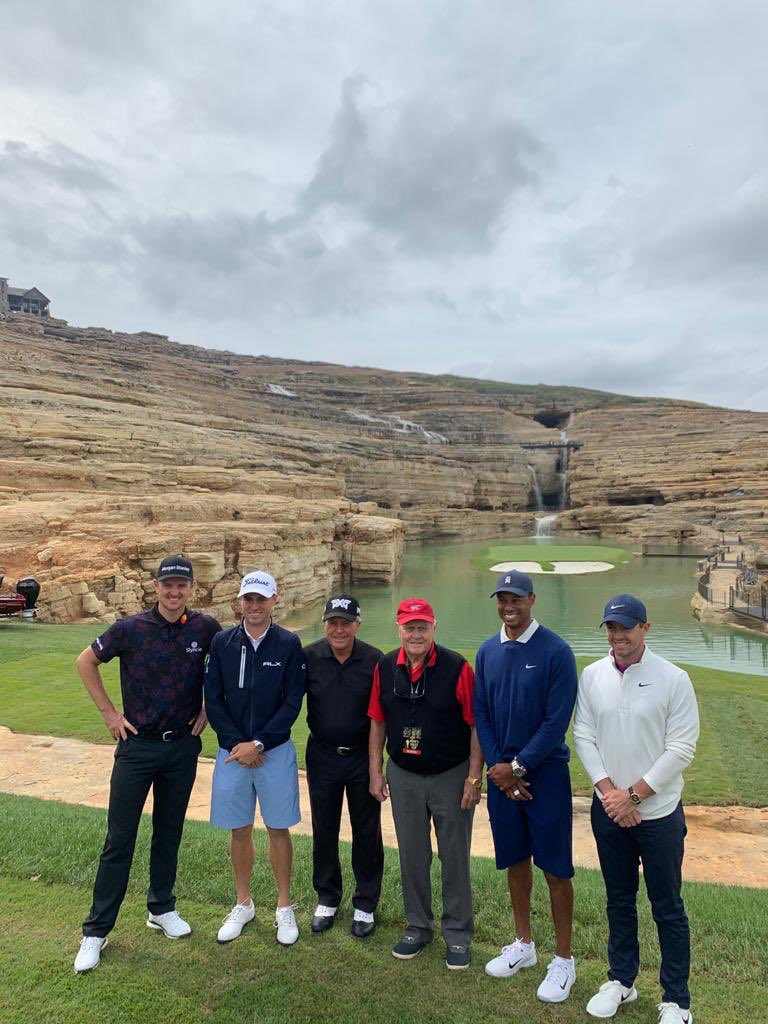 All smiles pre game!     #PaynesValleyCup 🇪🇺v🇺🇸   @McIlroyRory @TigerWoods @JustinThomas34 @jacknicklaus @garyplayer @BigCedarLodge https://t.co/cvQMFAsyzE