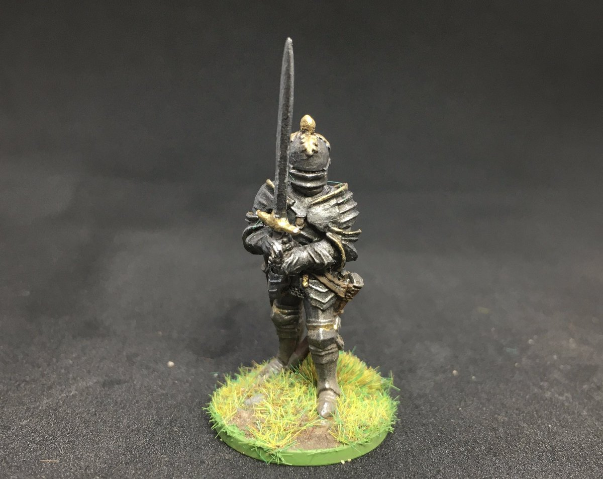 Loving this chap with a two-handed sword 🗡 Steel Fist Miniatures. #miniaturepainting #wargaming #28mm https://t.co/Bbjx6elrKi