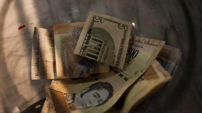La economía negra representa una cuarta parte de la economía venezolana. Incluso, @aroliveros aseveró que sus ingresos representas más de tres veces los provenientes de la industria petrolera https://t.co/QoPqSNuQtI (Vía @CaraotaDigital) https://t.co/iigJUQiHpl
