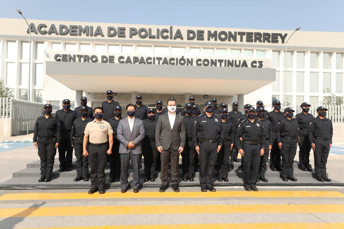 Hoy con mi Alcalde @AdrianDeLaGarza  en la Graduación de Policía y Guardia Auxiliar. Muchas gracias por siempre estar trabajando por el beneficio de los regiomontanos.   #MemeCavazos #MonterreyTrabajando #SeryHacerlaDiferencia  #GobiernoEnSerio https://t.co/B1yfmt7tmE