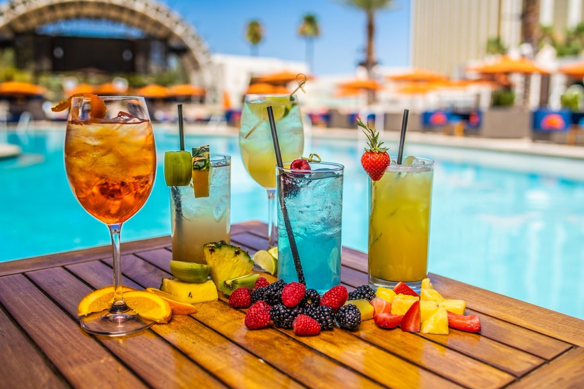 Come try one of our refreshing drinks this weekend at Daylight Beach! https://t.co/vP7euWn2BV