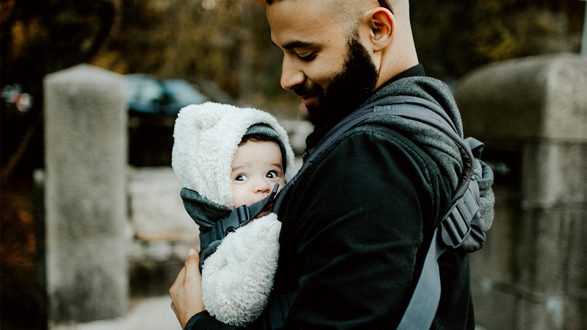 Wearing your baby is more than a fashion statement. @LaLecheLeagueUS reminds us that when babies are held closely, the adult and the baby can see each other's faces, leading to frequent verbal and non-verbal interaction, enhancing speech and social development.  #TuesdayTips  ... https://t.co/LPhS3dl3jv