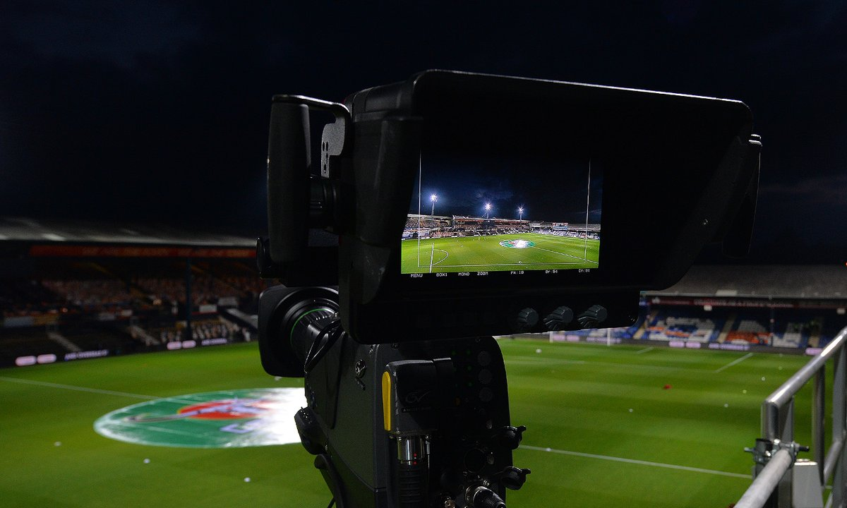 🎥 Plenty of camera's focused on the Kenny this evening, anyone big in town? #COYH
