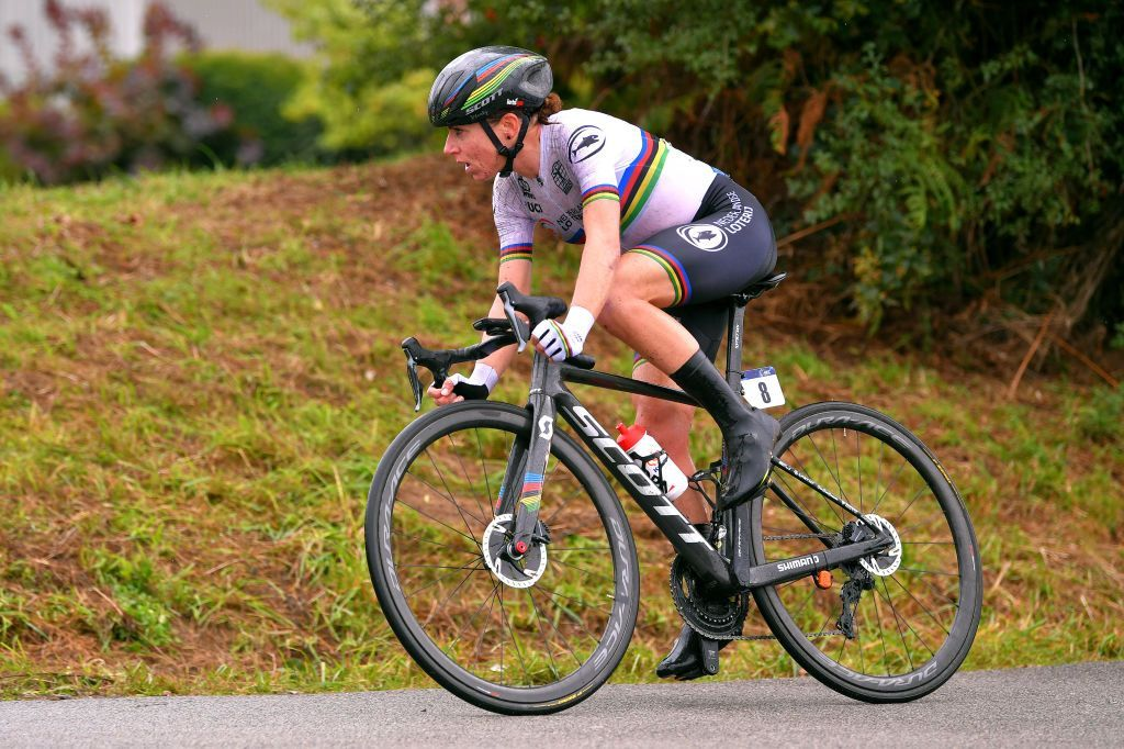 Annemiek van Vleuten considering racing Worlds on fractured wrist  Defending World Champion can ride without pain after surgery  https://t.co/3bwvTcXFTs #Imola2020 https://t.co/vC23KFveaq
