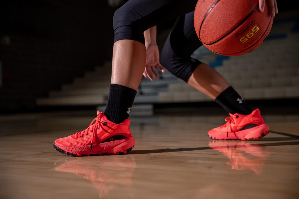 For women, by women. Introducing the UA HOVR Breakthru - our first basketball shoe developed specifically for the female athlete. The Breakthru offers a better fit and lasting comfort designed FOR YOU. Available now. https://t.co/lk00Flzn98 https://t.co/5U8lFp6vLB