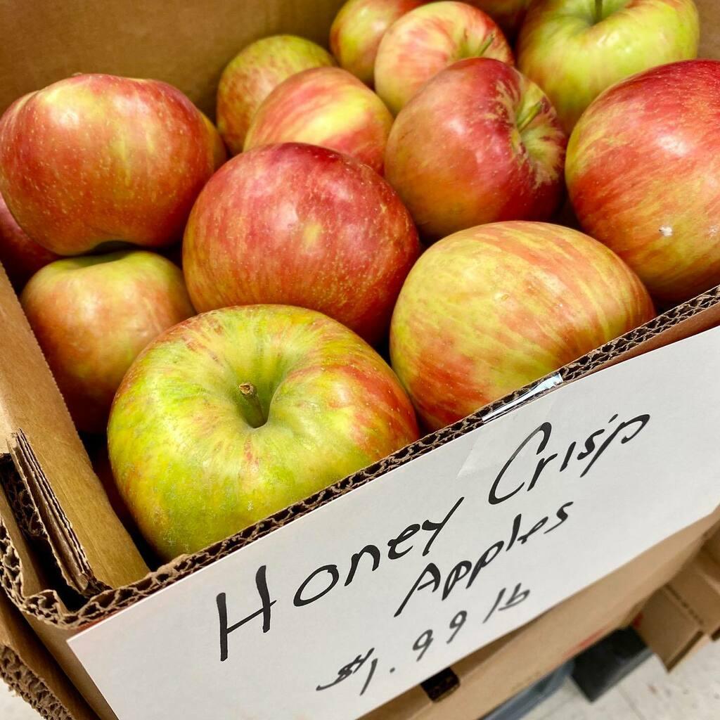 Lancaster Fresh! Honey Crisp Apples! Tomatoes too! . . . #honeycrisp #lancasterpa #farmfresh https://t.co/VvQjwmNCKP https://t.co/868V4OISN8