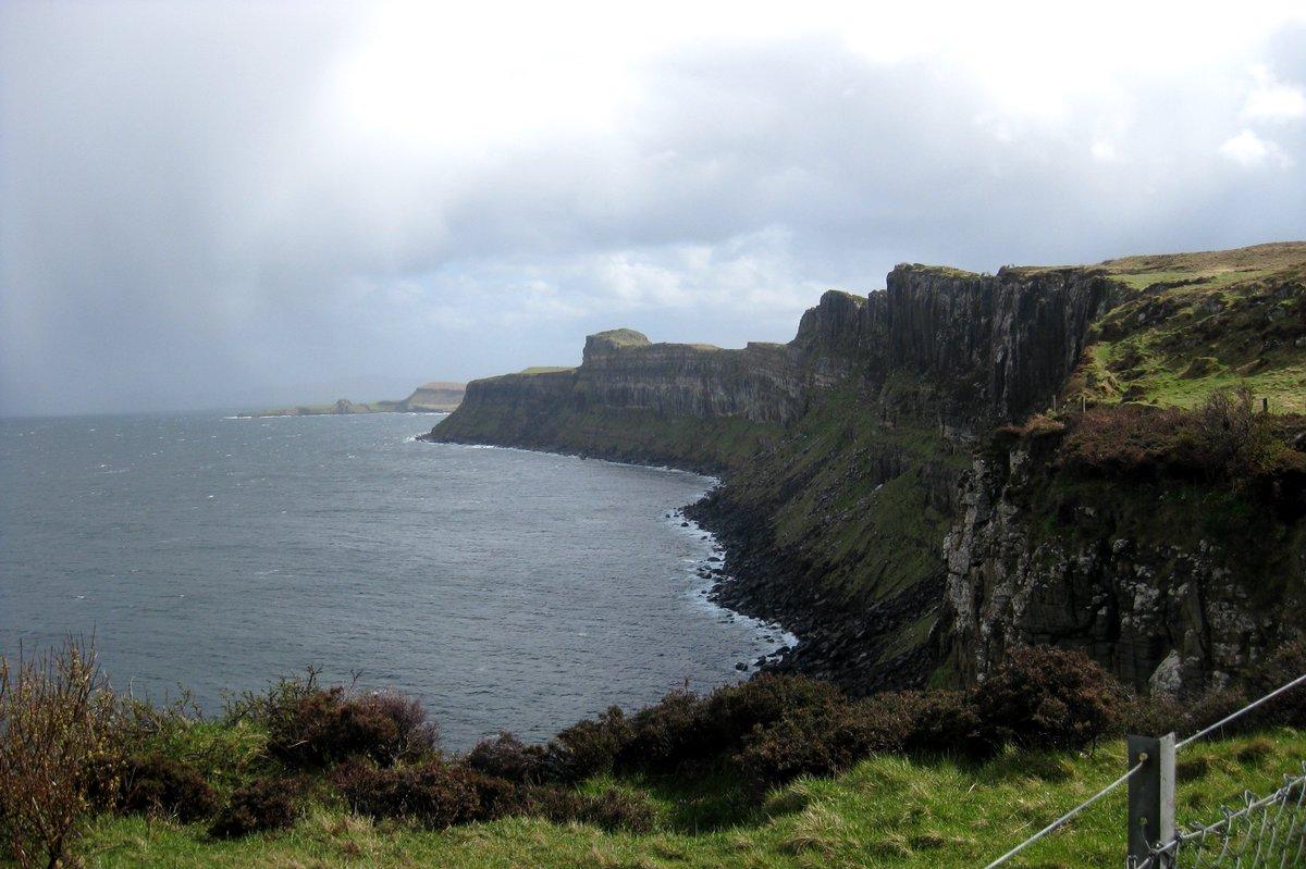 Guys, you can't tell me that Scotland doesn't look like the perfect fantasy destination—but it's real! 💖🏴  Isle of Skye, May 2013  #Scotland #ScotlandisNow #IsleofSkye #Skye #Highlands #ScottishHighlands #VisitScotland #ExploreScotland #DiscoverScotland #ScotSpirit https://t.co/ZoCvergRwM