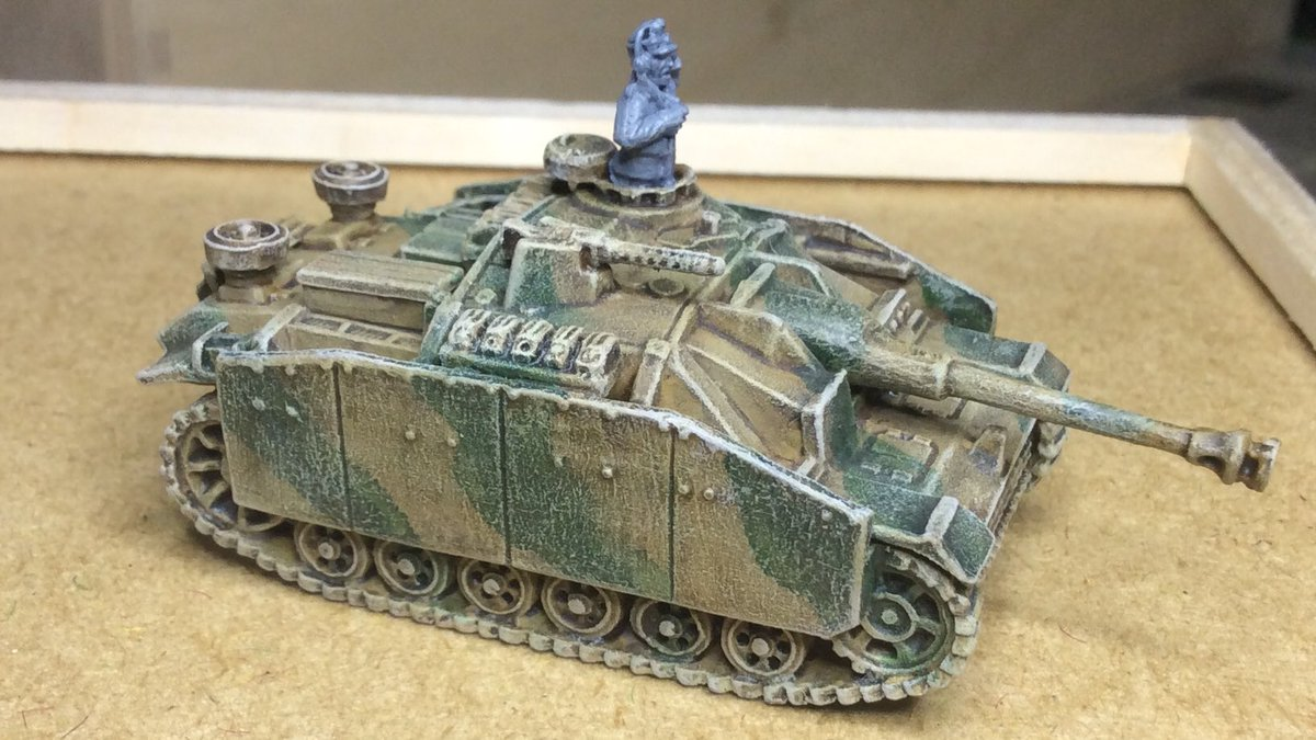 And finally, my #WIP Stug. First time I've managed to get the camo looking ok on a German WW2 tank! Just need to do the commander, tracks and storage sorted. Also prepping 2 Universal Carriers for the Brits. #chainofcommand #spreadthelard #15mm #wargaming https://t.co/KmKRcACwOr