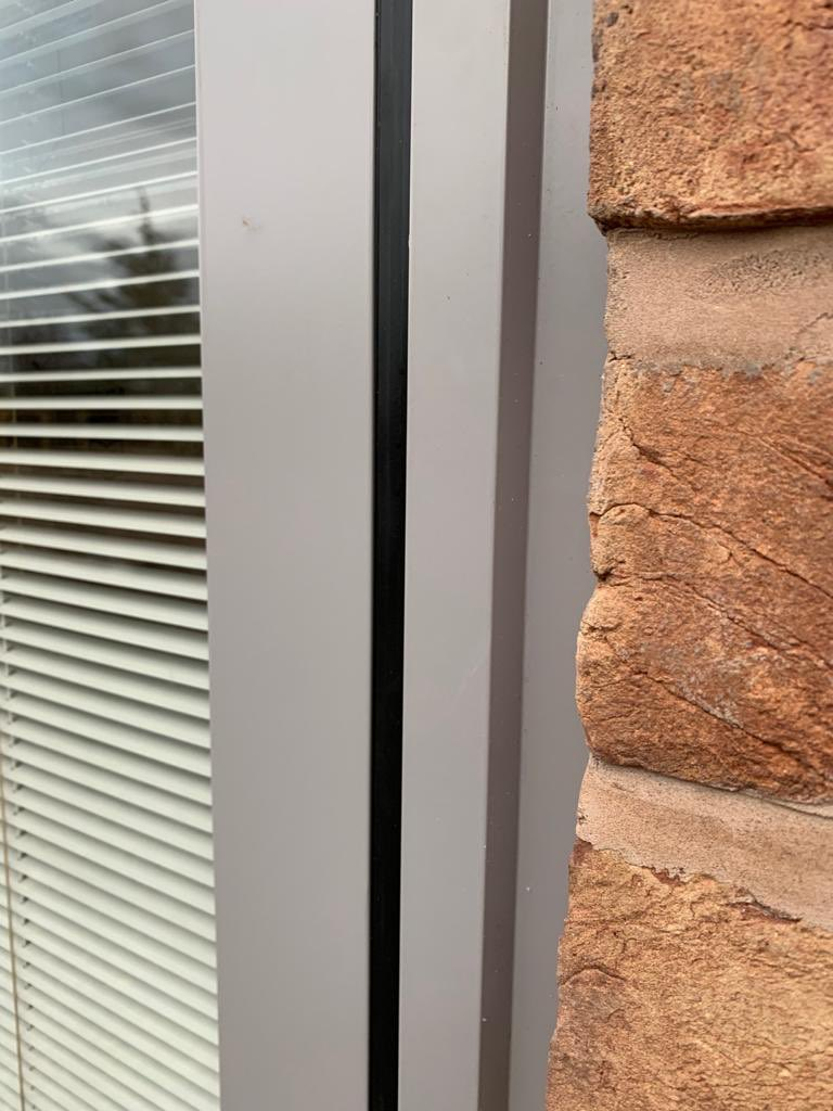 Nice instal of 15 oversized 6mmx27x6mm Tough Planitherm S102 white solar battery remote #uniblindsinglass in Chester today by @projectsCheAlu more pictures of the project to follow soon #partners #welldone  #GetIn https://t.co/LwxYNeY0NM