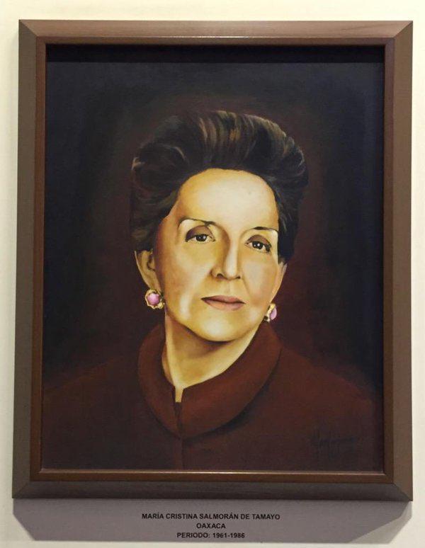 María Cristina Salmorán de Tamayo  👉🏻 PRIMERA MUJER en ocupar la presidencia de la Junta Federal de Conciliación y Arbitraje; y 👉🏻 PRIMERA MUJER en ser nombrada Ministra de la @scjn en 1961   Jurista Oaxaqueña, estudió en la #UNAM   ¡Bravo! 👏🏻👏🏻👏🏻 https://t.co/xvTkIGnNdl https://t.co/AlCftcrbum