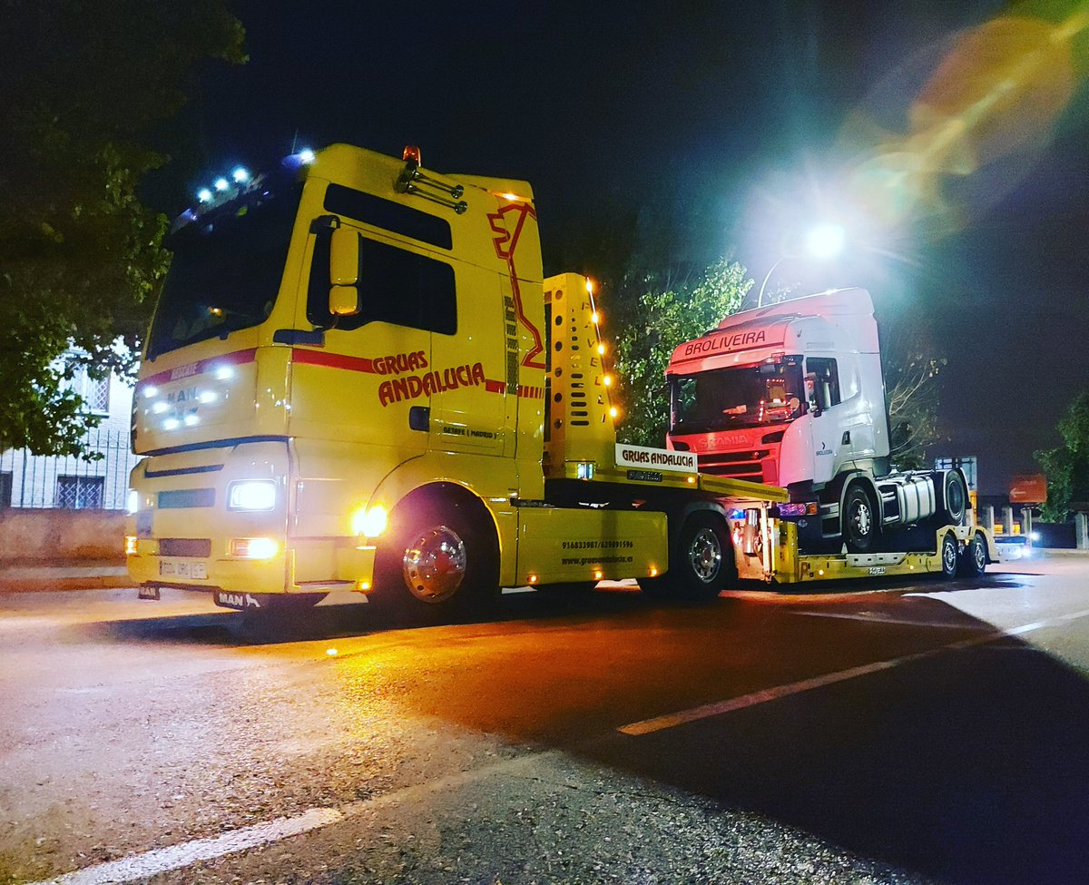 Servicio 24h #madrid #24h #man #daf #mercedes #iveco #emergencias #traslado #logistica #v8 #rescates #auxilio #transpote #scania #renault #recovery #pavelli https://t.co/ixlxM01k3G