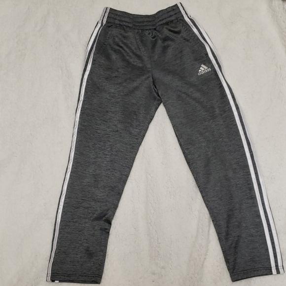 So good I had to share! Check out all the items I'm loving on @Poshmarkapp from @MccurdyChelsey #poshmark #fashion #style #shopmycloset #adidas #murano #styleco: https://t.co/tMu9CBCWK8 https://t.co/HP3Tmo8iPy