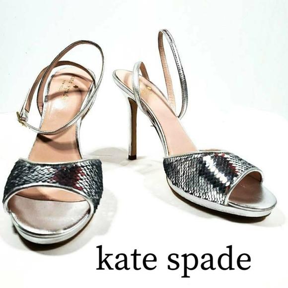 So good I had to share! Check out all the items I'm loving on @Poshmarkapp #poshmark #fashion #style #shopmycloset #katespade #freepeople #adidas: https://t.co/R6soG8tvgQ https://t.co/BD3dDoVrNh